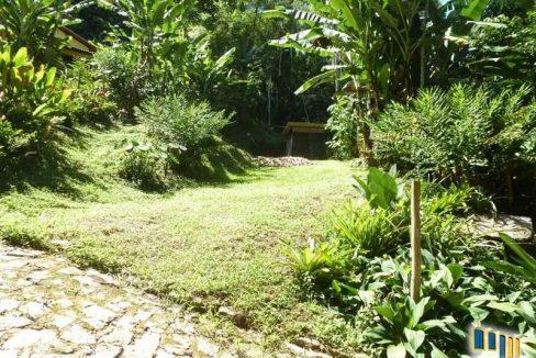 terreno a venda em paraty na localidade da praia grande com uma charmosa casa de pau a pique (11)