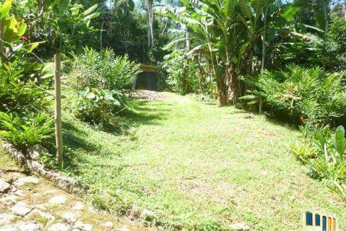 terreno a venda em paraty na localidade da praia grande com uma charmosa casa de pau a pique (9)